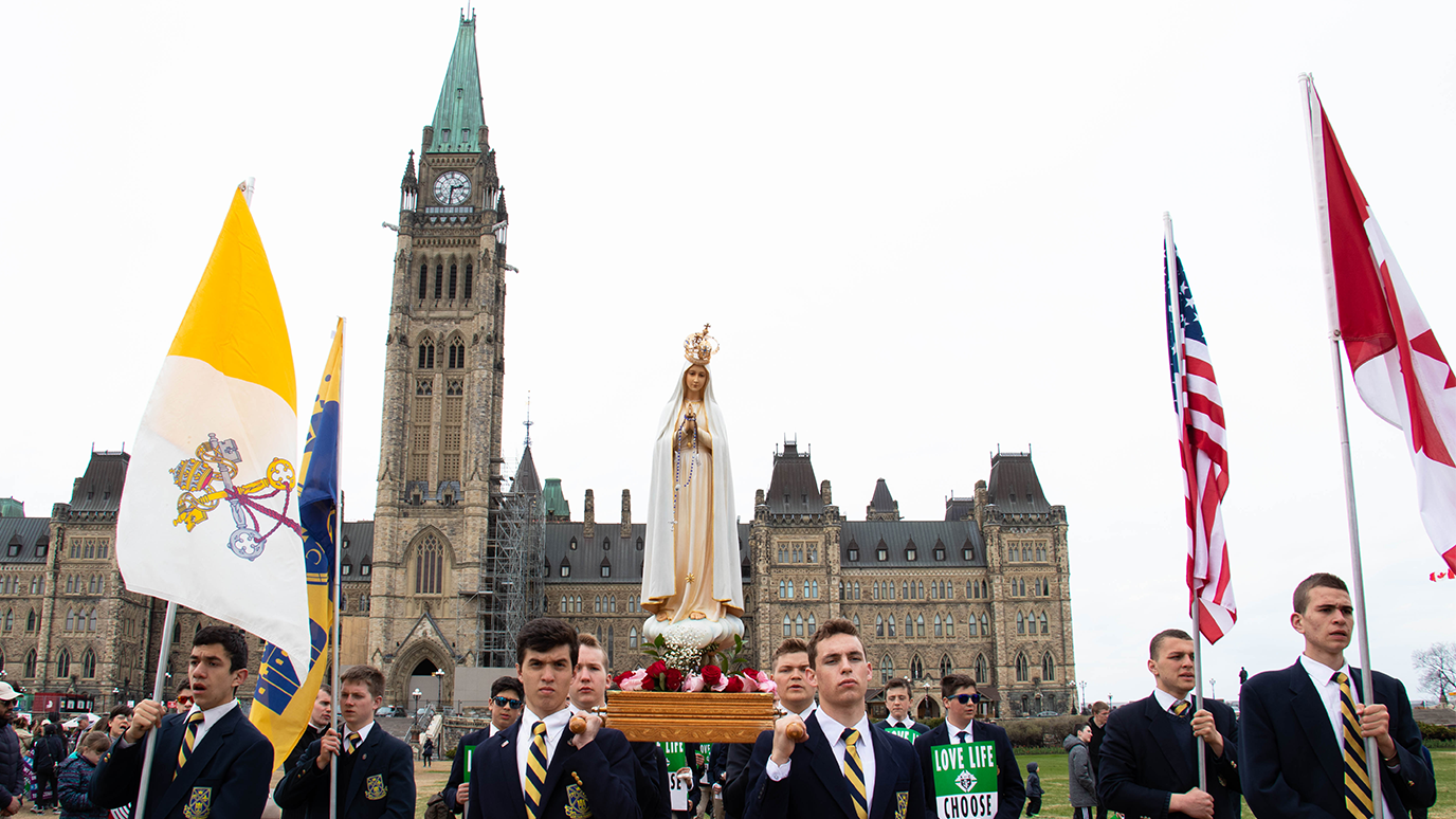 Our Lady of Mount Carmel Academy students carrying Our Lady of Fatima on Parliament Hill